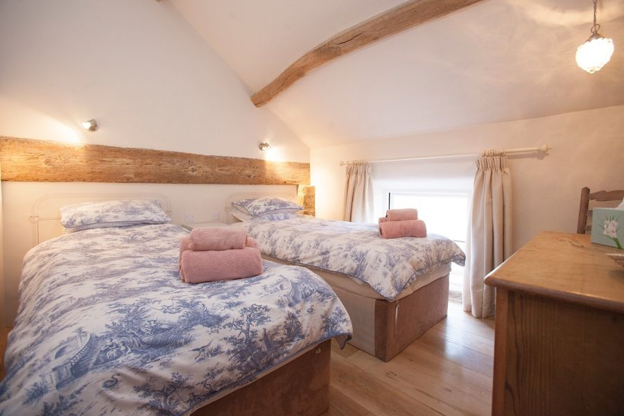 self catering cottage, sleeps 6 in 3 double bedrooms